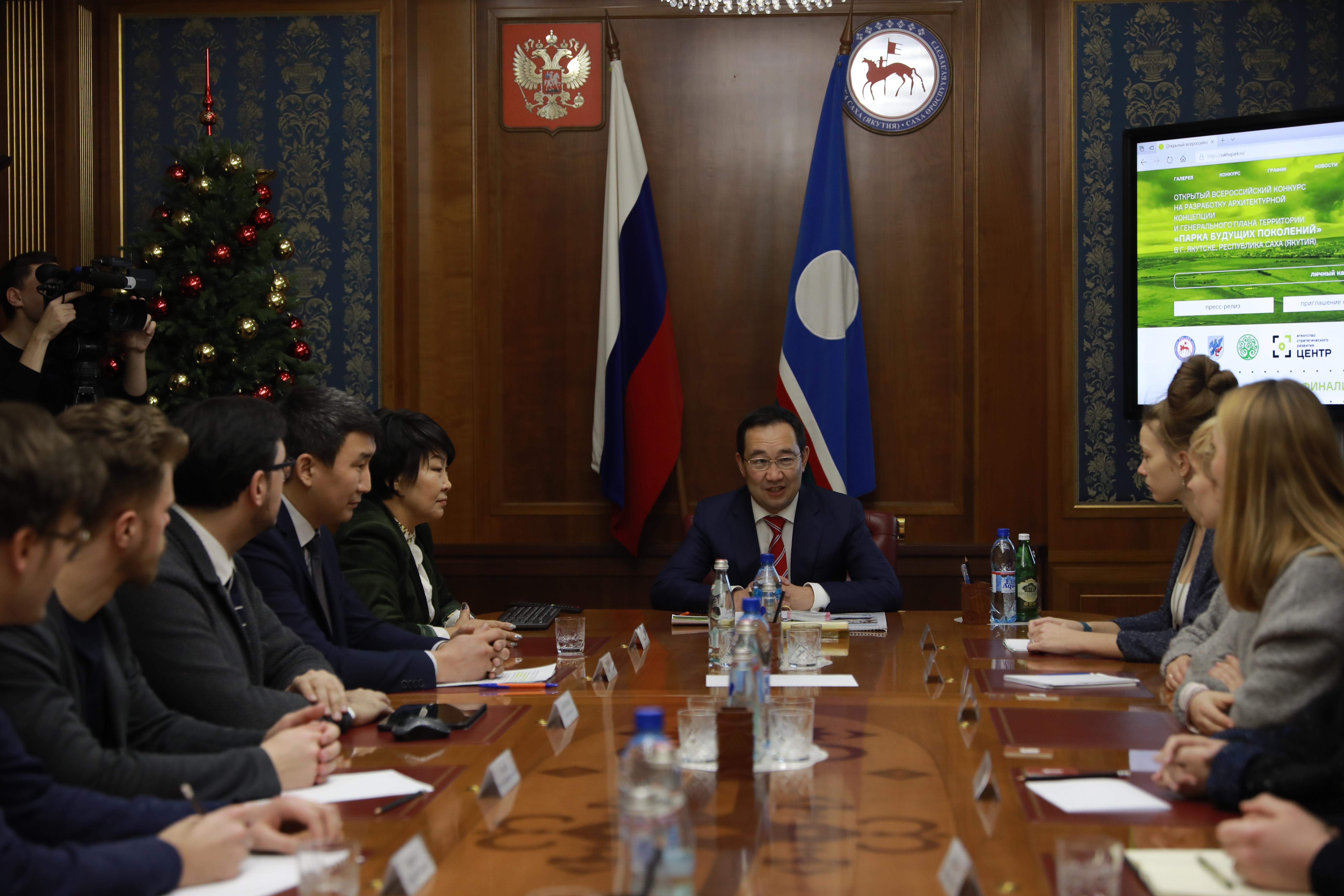 Глава Якутии провел встречу с финалистами конкурса